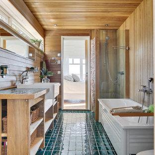 Inspiration för ett mellanstort maritimt badrum, med bruna skåp, en hörndusch, vit kakel, bruna väggar, ett väggmonterat handfat, brunt golv och öppna hyllor