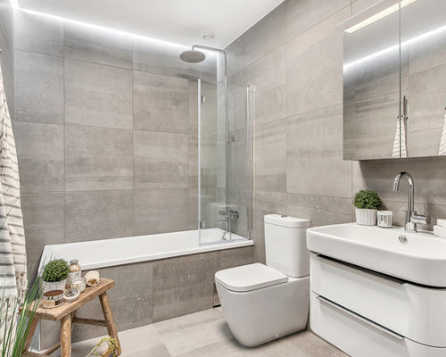 Modern Bathroom Design Ideas, Remodels & Photos with Limestone Floors