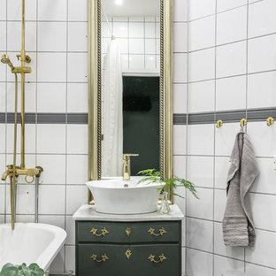 Foto på ett mellanstort vintage badrum, med möbel-liknande, gröna skåp, en dusch/badkar-kombination, cementgolv, marmorbänkskiva, flerfärgat golv, grå kakel, vit kakel och ett fristående handfat