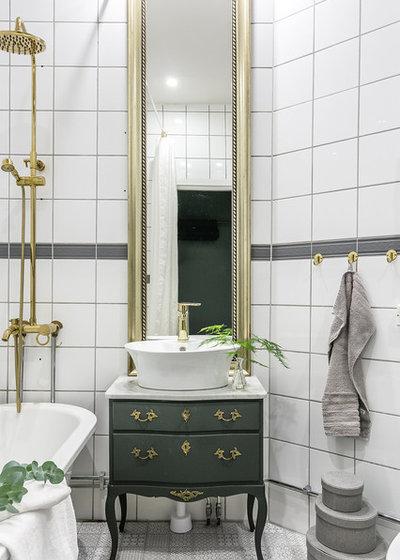 Traditional Bathroom by Fotograf Jonas Norén