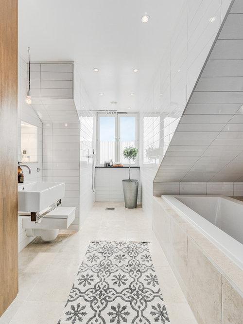 Fantastic Porcelain Floor Tiles The Porcelain Floor Tiles In This Bathroom