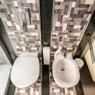Esempio di un piccolo bagno di servizio minimalista con ante lisce, ante in legno chiaro, WC sospeso, piastrelle nere, piastrelle in ceramica, pareti grigie, pavimento con piastrelle in ceramica, lavabo da incasso, top in laminato e top giallo