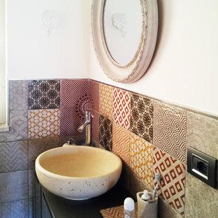 Свежая идея для дизайна: маленький туалет в современном стиле с плоскими фасадами, коричневыми фасадами, раздельным унитазом, разноцветной плиткой, керамогранитной плиткой, белыми стенами, полом из керамогранита, настольной раковиной и столешницей из ламината - отличное фото интерьера