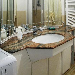 На фото: со средним бюджетом маленькие туалеты в современном стиле с плоскими фасадами, белыми фасадами, раздельным унитазом, разноцветной плиткой, керамогранитной плиткой, разноцветными стенами, полом из керамогранита, накладной раковиной, мраморной столешницей, коричневым полом и красной столешницей