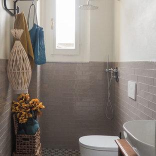 На фото: маленький туалет в скандинавском стиле с темными деревянными фасадами, инсталляцией, серой плиткой, керамической плиткой, белыми стенами, полом из цементной плитки, настольной раковиной и столешницей из дерева
