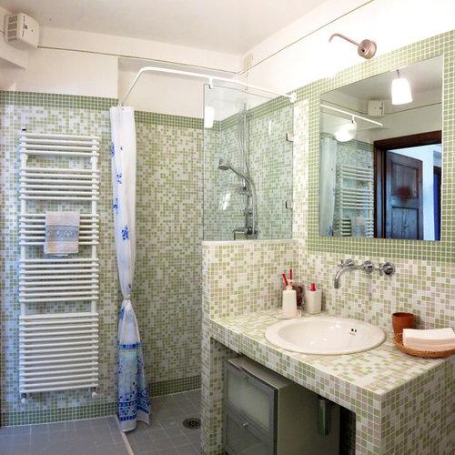 photos et id es d co de wc et toilettes campagne avec un carrelage en p te de verre. Black Bedroom Furniture Sets. Home Design Ideas