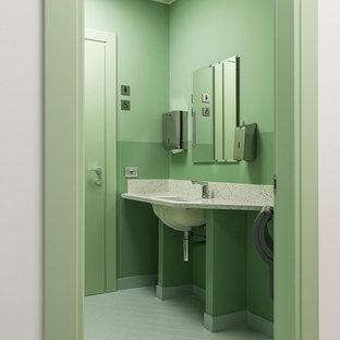Foto di un piccolo bagno di servizio design con WC sospeso, piastrelle verdi, piastrelle in ceramica, pareti verdi, pavimento con piastrelle in ceramica, lavabo da incasso, top in quarzo composito, pavimento verde e top multicolore