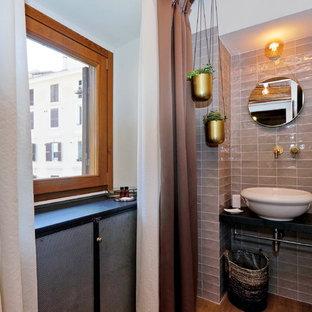 Идея дизайна: туалет среднего размера в стиле ретро с плоскими фасадами, черными фасадами, раздельным унитазом, серой плиткой, керамической плиткой, белыми стенами, светлым паркетным полом, настольной раковиной и черной столешницей