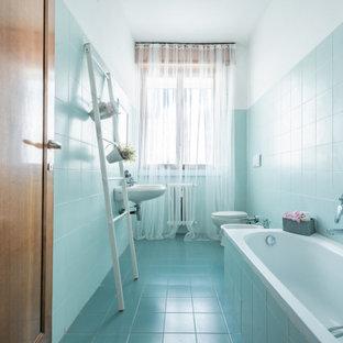На фото: маленькие туалеты в стиле модернизм с инсталляцией, зеленой плиткой, керамической плиткой, зелеными стенами, полом из керамической плитки, раковиной с пьедесталом и зеленым полом