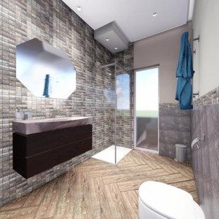 Cette image montre un petit WC et toilettes design avec un placard à porte plane, des portes de placard marrons, un WC séparé, un carrelage multicolore, carrelage en mosaïque, un mur multicolore, un sol en carrelage imitation parquet, un lavabo suspendu, un plan de toilette en marbre, un sol multicolore, un plan de toilette marron, meuble-lavabo sur pied et un plafond à caissons.