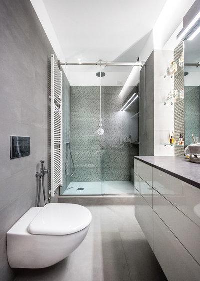 Modern Gästetoilette by 23bassi | Studio di architettura