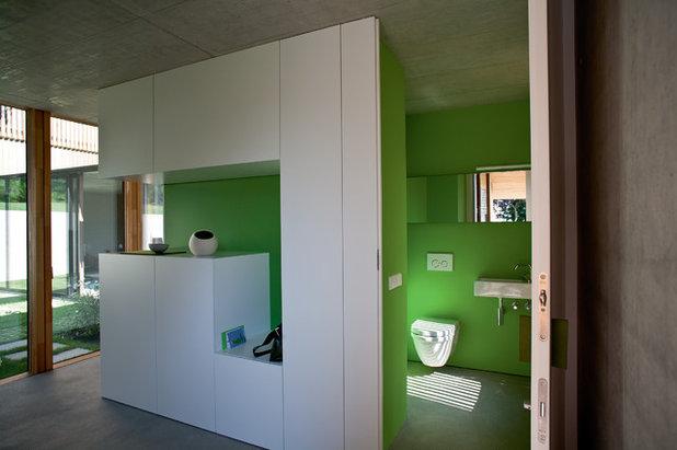 Modern Gästetoilette by elanandez