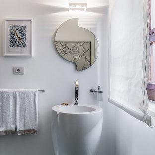Esempio di un bagno di servizio design con pareti bianche e lavabo a colonna