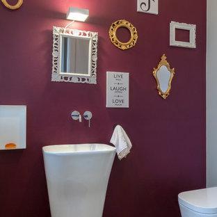 Cette image montre un WC et toilettes minimaliste avec un lavabo de ferme.