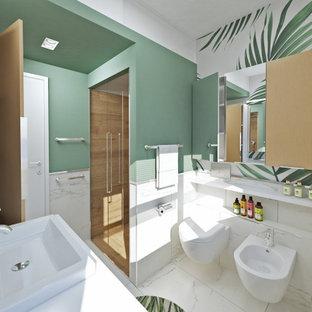 Неиссякаемый источник вдохновения для домашнего уюта: маленький туалет в современном стиле с плоскими фасадами, светлыми деревянными фасадами, раздельным унитазом, белой плиткой, керамогранитной плиткой, зелеными стенами, полом из керамогранита, накладной раковиной, столешницей из ламината, белым полом и белой столешницей