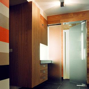 Idee per un piccolo bagno di servizio stile rurale con ante lisce, ante in legno scuro, pareti multicolore, top in acciaio inossidabile, lavabo da incasso, piastrelle multicolore e pavimento in gres porcellanato