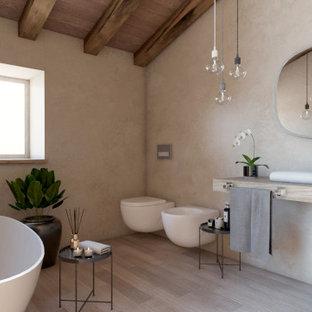 Cette photo montre un petit WC et toilettes tendance avec un placard à porte plane, des portes de placard en bois clair, un WC suspendu, un sol en bois clair, une vasque, un plan de toilette en bois, meuble-lavabo suspendu et un plafond en bois.