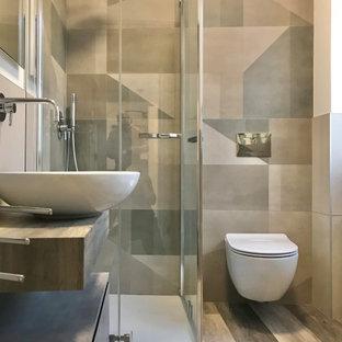 На фото: со средним бюджетом маленькие туалеты в стиле лофт с плоскими фасадами, коричневыми фасадами, серыми стенами, полом из ламината, столешницей из ламината и коричневой столешницей