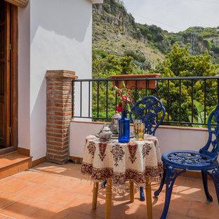 Ejemplo de balcones mediterráneo, pequeño, sin cubierta