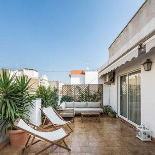 Imagen de balcones mediterráneo con jardín de macetas