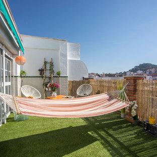 Imagen de balcones marinero, sin cubierta, con jardín vertical y barandilla de madera