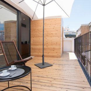 Ejemplo de balcones marinero, sin cubierta, con barandilla de metal
