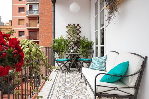 Неоклассика Балкон и лоджия by Lilach Cohen