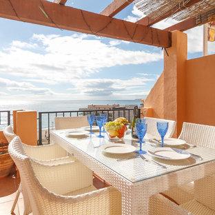Cảm hứng cho một tu sửa ban công Địa Trung Hải ở Malaga với một pergola