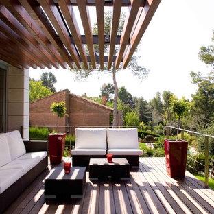 Inspiration för en mellanstor orientalisk balkong, med en pergola