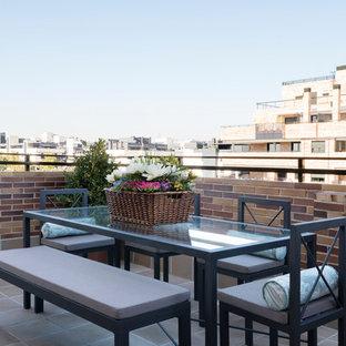 Modelo de balcones contemporáneo, sin cubierta, con barandilla de varios materiales