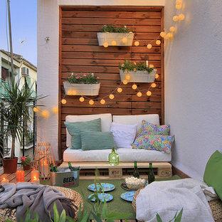 Foto di piccoli terrazze e balconi mediterranei con un giardino in vaso e parapetto in metallo