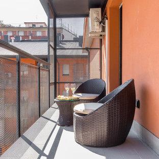 Foto di un privacy sul balcone design con un tetto a sbalzo e parapetto in metallo