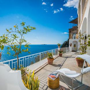 Idee per ampi terrazze e balconi stile marinaro con un tetto a sbalzo