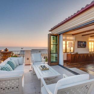 Идея дизайна: большой балкон и лоджия в средиземноморском стиле без защиты от солнца
