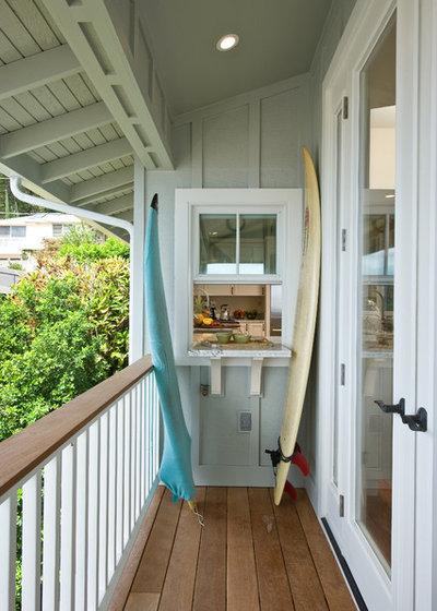 Beach Style Balcony by MOKULUA High Performance Builder