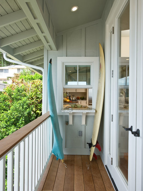 Small Tropical Balcony Idea In Hawaii With A Roof Extension