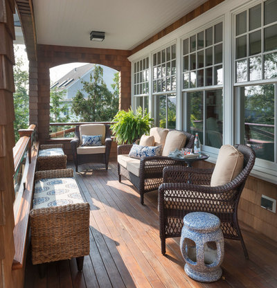 Houzz tour classic shingle style for a seaside summer home for Classic home designs inc