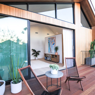 Inspiration for a contemporary balcony remodel in Los Angeles
