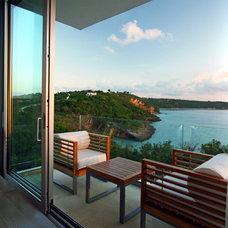 Tropical Deck by Lee H. Skolnick Architecture & Design Partnership