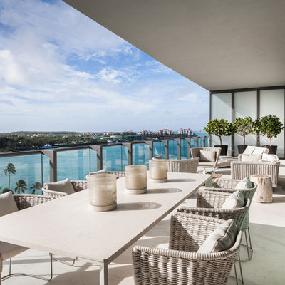 Trendy balcony photo in Miami with a roof extension