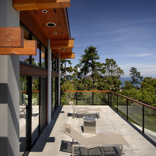 Contemporary Deck by Keith Baker Design Inc.