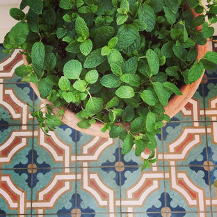 Balcony: Pottery and Foodscaping