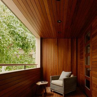 Ispirazione per terrazze e balconi contemporanei con un tetto a sbalzo