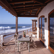 Beach Style Deck by Lewin Wertheimer