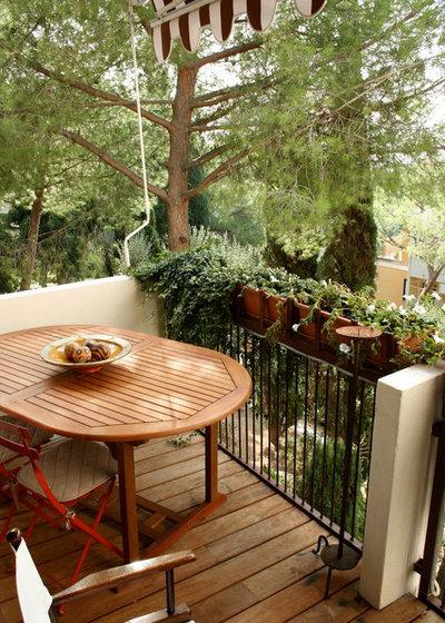 Contemporary Balcony by studiodonizelli