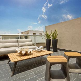Immagine di un grande balcone minimal con nessuna copertura
