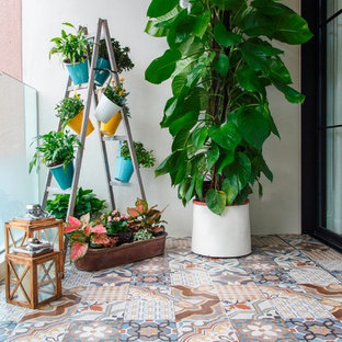 На фото: балкон и лоджия в средиземноморском стиле с