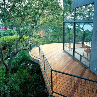 Mittelgroßer, Unbedeckter Moderner Balkon mit Stahlgeländer und Sichtschutz in San Francisco
