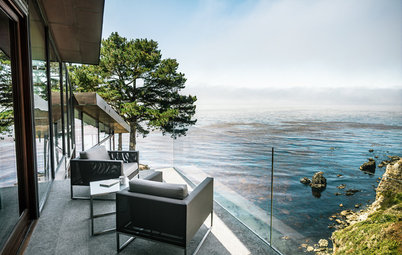 Houzz Tour: Hugging the Rocky Cliffs in Big Sur