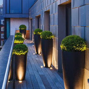This is an example of a contemporary terrace and balcony in London.